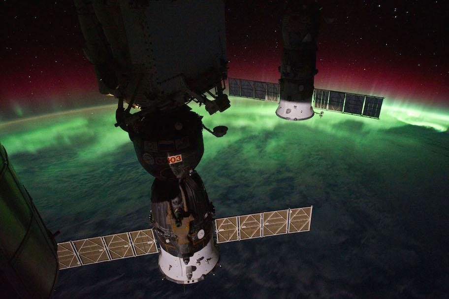 iss029e008433-soyuz-w-aurora